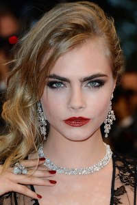 hbz-eyebrows-Cara-Delevingne-xln