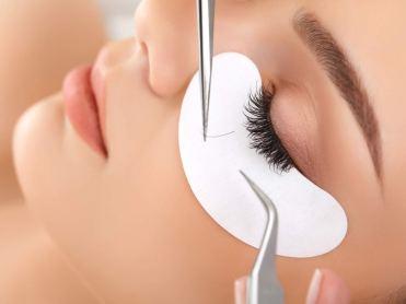 http://www.thelashresortandbrowstudio.com/Eyelash-extension-application