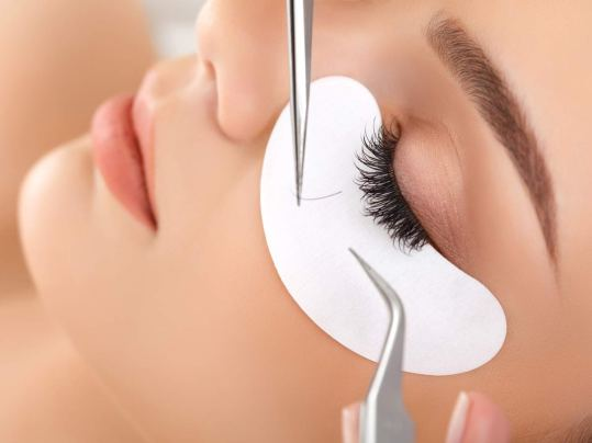 http://www.thelashresortandbrowstudio.com/Eyelash-extension-application